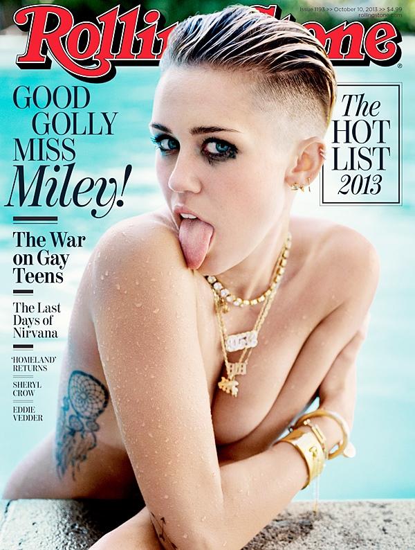 """Le 5 Octobre 2013  Miley fait la couverture du magazine Rolling Stone. Pour occasion elle s'est fait faire un tatouage sur le dessous des pieds : """" Rolling $tone"""""""