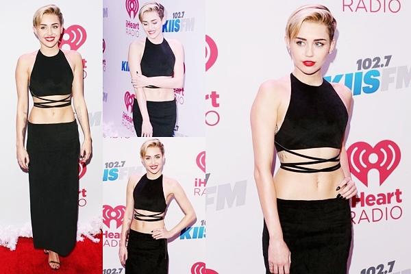 Le 27 Décembre 2013 Après avoir assisté au concert de la chanteuse, Britney Spears, Miley est allée à la première de Beacher's Madhouse dans un grand hotêl à Las Vegas.