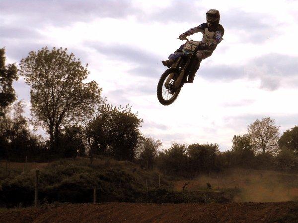 Celui qui se perd dans sa passion perd moins que celui qui perd sa passion. #Motocross #355 #♥