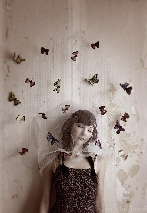 Elle tenait à la main un filet à papillons rempli de rêves de couleur.