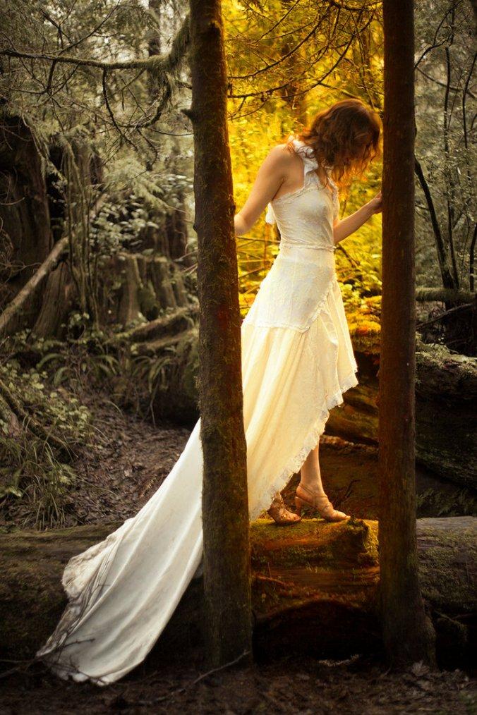 Je suis entre le passé et l'avenir, les souvenirs et l'espoir.