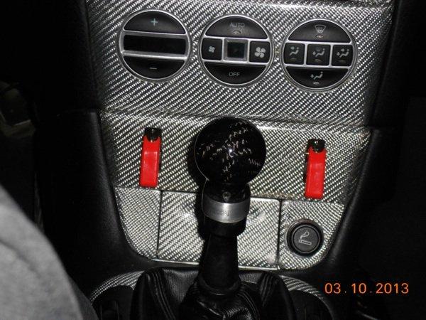 Levier: frein a main,pommeau de vitesse et accoudoir carbone