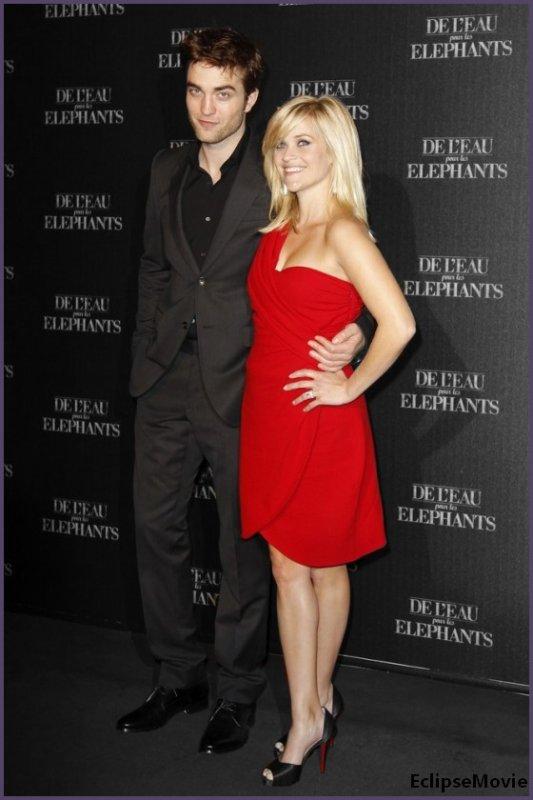 Robert Pattinson à Paris le 28Avril & à New York le 17Avril pour l'Avant-Première de son nouveau film « Water For Elephants » soit « De l'Eau pour les Éléphants ».
