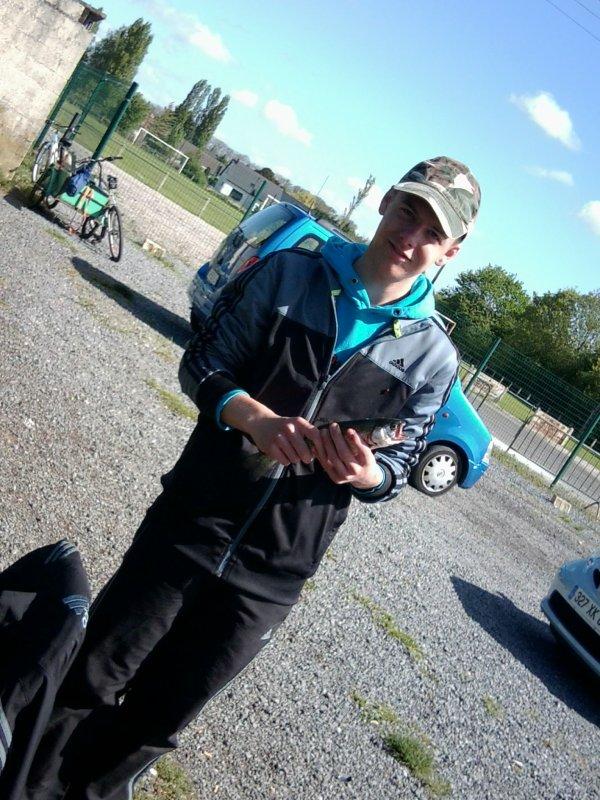 photo que g retrouver de la pêche à truite du 8 mai avec mes cousin a Estevelles