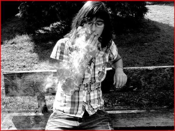 ♫ - Si j'perd la tête, ce n'est pas un drame si je fume des ch'pins c'est que la mort ma collée un blame ! J'ai fleurté avec l'innoncence, et bien sûr pour cacher mes actes d'inconscience - ♫