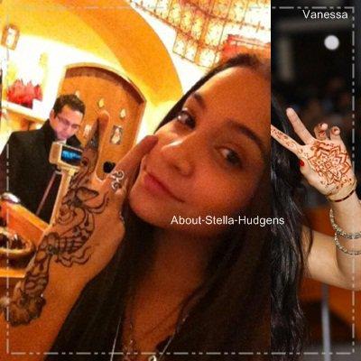 . Première photo: Stella & Pia, de sortie surement à un évenement ou autre. Seconde photo: Stella tatoué rien de vrai, juste éphémère dans un magasin..