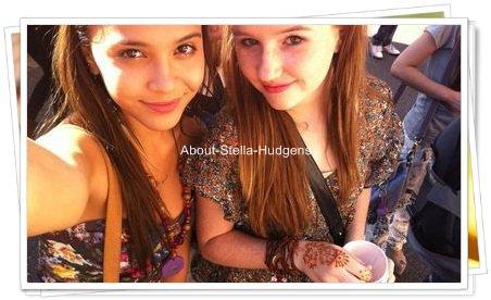 . Stella & Sammi, de nouveau à Universal Studio. Accompagnée de d'autres amies dont, Kathryn dans le lot. :)