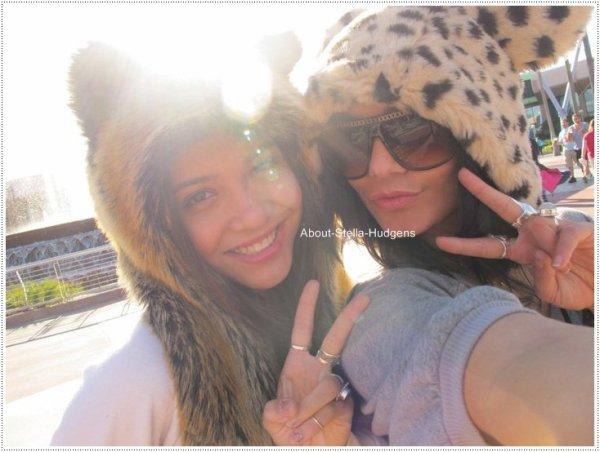 . Nouvelle photo de Stella & sa soeur, datant de leur journée à DisneyLand :) Je remplacerai la photo lorsque je l'aurai de meilleure qualité.