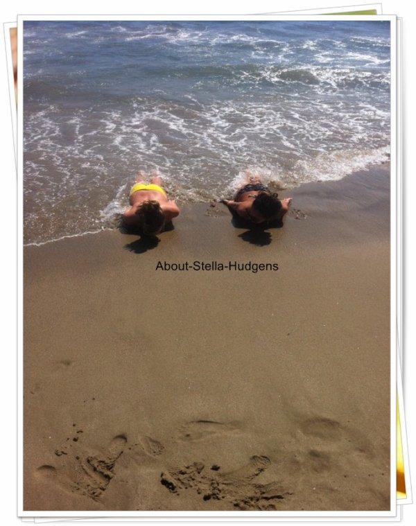 . Alors que moi, je me pète le c*l en stage, d'autres se font des journées plage.. #boude ! Ces photos ont étaient postés via le twitter de Graysan :)