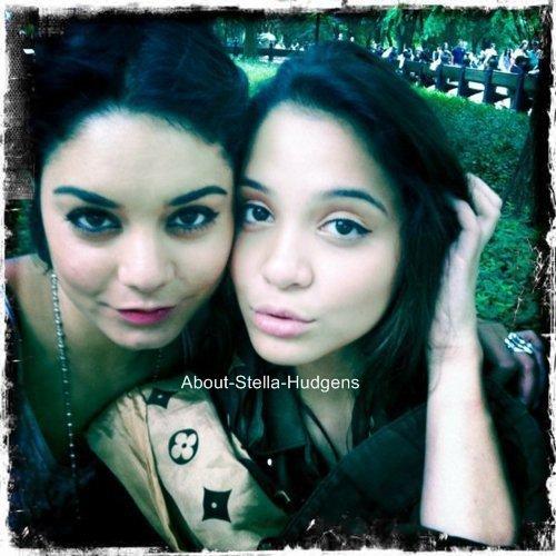 . Photo prise à New-York des 2 soeurs !