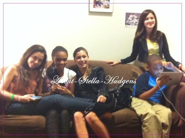 . Stella à passé la journée avec Telena Nicole & Lauryn McClain puis ont posté ces photos sur twitter.