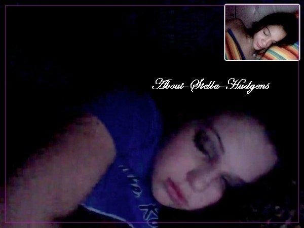 """. """"Tu connaît ta meilleure lorsque vous vous endormez sur le chat vidéo ensemble! ahhaha @sammihanratty1"""""""