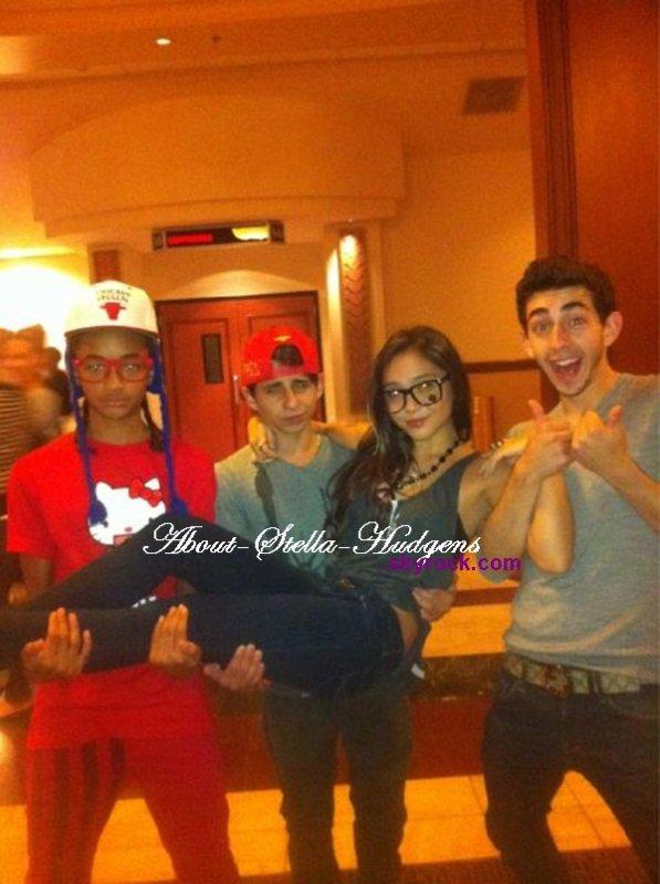 . Stella, Mateo De la famille de Moises, Jaden & Moises. Acteur de Disney Channel, connu pour son rôle dans Hannah Montana..