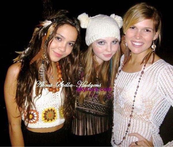 . Stella, Sammi & Julia posté via twitter..