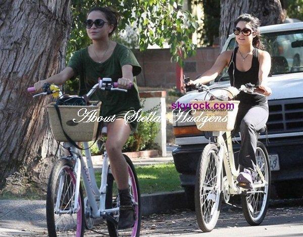 . Stella & sa soeur, faisant du vélo hier dans Santa Monica.
