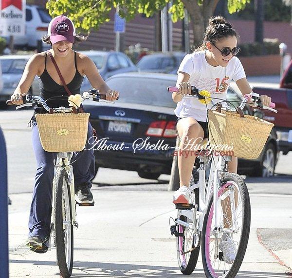 . Les soeurs ne se quittent décidément plus et le vélo is back. Hier, les soeurs sont aller faire du vélo hier dans Studio City & se sont ensuite arrêter prendre un café.