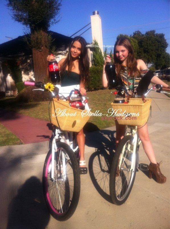 . Stella & Sammi ont fait une ballade à vélo hier et ont aussi posés avec des nounours.. C'est cool avouer ;)