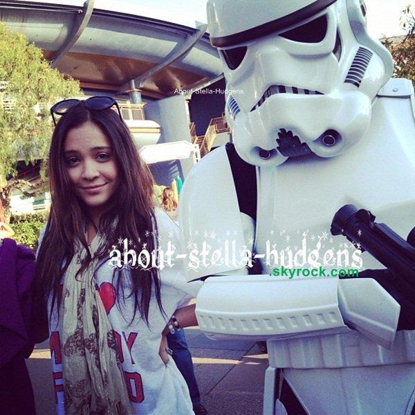 . Le 30 novembre, Stella à était à DisneyLand avec sa maman. (elle n'est pas sur les photos.) + d'autres photos.. Sans importance..