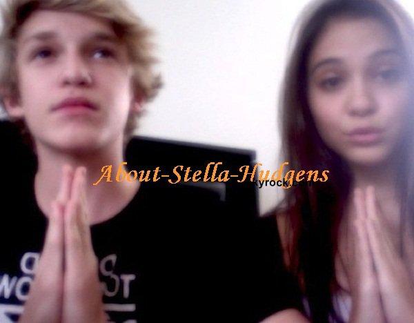 . Stella Hudgens et Cody Simpson: l'histoire so weird