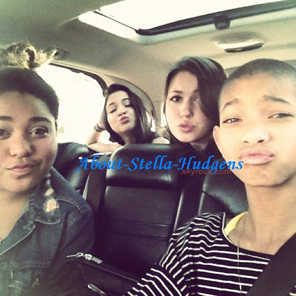 . 19 décembre 2007: Stella, son amie Natalie Ordonez, Gina et Vanessa allant déjeuner chez Mo's. Stella Hudgens les cheveux au carré, vous y croyez?!