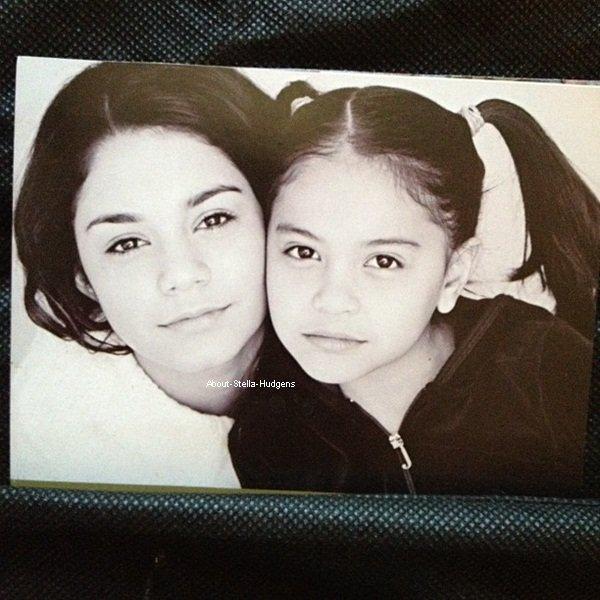. Photo de Stella & Vanessa plus jeunes posté par Gina pour la fête des pères. ♥