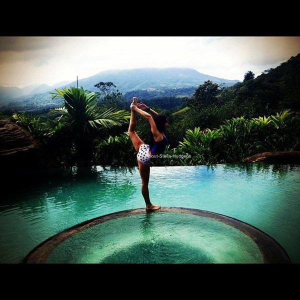 . Stella & Vanessa quittant leur cours de yoga le 8 septembre.