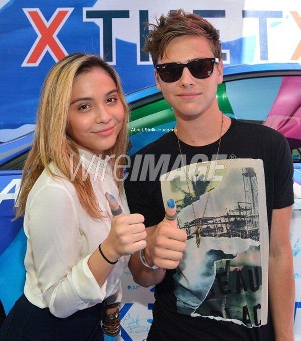 . Stella & Garrett posant ensemble lors du Variety Power of Youth ♥ Désolé pour les tagues, je cherche les photos sans.
