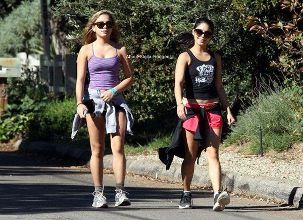 . Stella & Vanessa ne se quittent plus ! Hier, les soeurs ont été faire de la randonnée ensemble dans Wilacre Park avant d'aller à leur cours de gym.