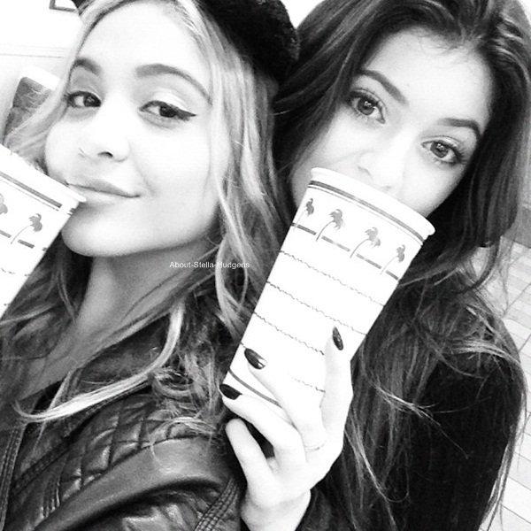 . Vanessa est passé chercher sa petite soeur hier midi afin d'aller manger ensemble à l'Aroma Cafe dans Los Angeles.