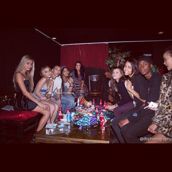 . Article spécial soirée d'anniversaire avec des filles qui ont eu la chance de pouvoir prendre des photo avec Stella (et Pia) au Club Radioactive.