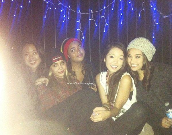 . Stella & Jordyn qui mangent avec Shamari ce 24 novembre avant de rejoindre Aya Cruz, Stephanie Chandra & Nancy Gage pour passer la soirée avec elles.