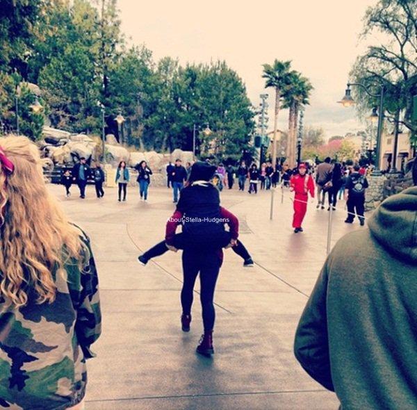 . Stella, Madison & Bella Thorne en plein shopping à Urban Urban Outfitters ce mardi 12 mars. Séance photos assuré à la clé, qu'on espèrent voir bientôt !