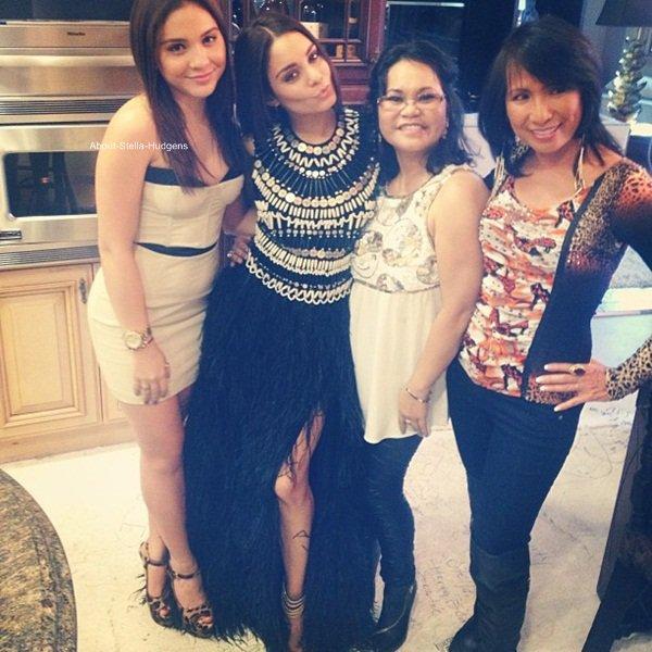 . Stella accompagnée de Sammi & sa mère Gina avec Vanessa à l'avant-première de Spring Breakers hier, à Los Angeles.