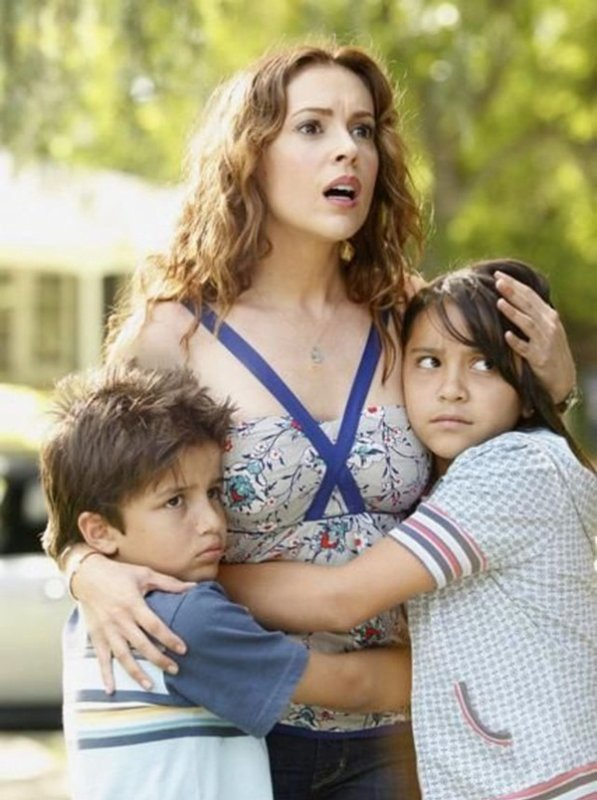 . Throwback; Stills du film Single With Parents avec Alyssa Milano. (2008)
