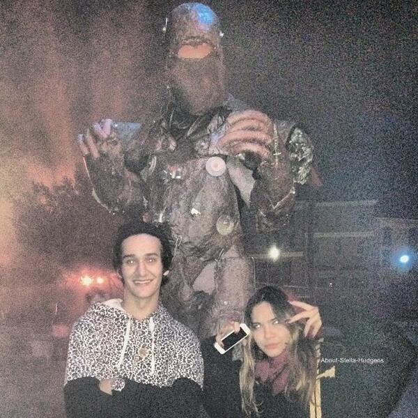 . Le 9 octobre, Stella et Shamari sont allés supporter Brandon Bassir qui chanté.