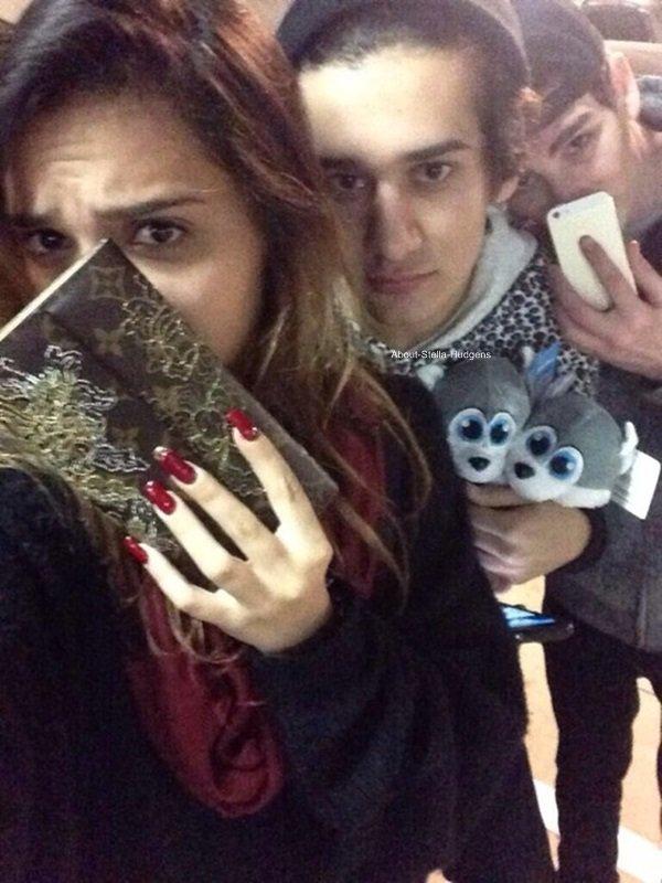 . Comme Stella adoreeeeee par dessus tout l'Halloween Horror Nights à l'Universal Studio, elle y a encore été le 14 octobre avec Alexa, Omid et Alec.