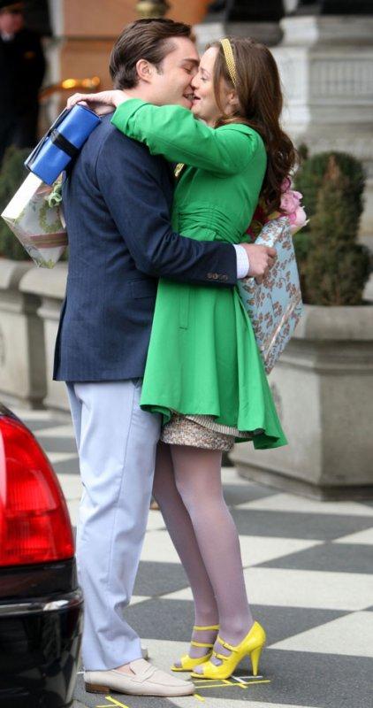 - Parce que je t'aime idiot. Je t'aime même si t'es une tête de mule bornée et égoïste ! Blair.