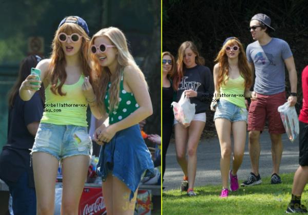 17/03/13. Bella, Caroline ses amies et sa famille dans un parc de LA