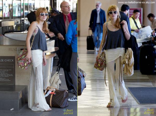 13/05/13. Bella accompagné de sa mère Tamara a l'aéroport de LAX direction South Africa