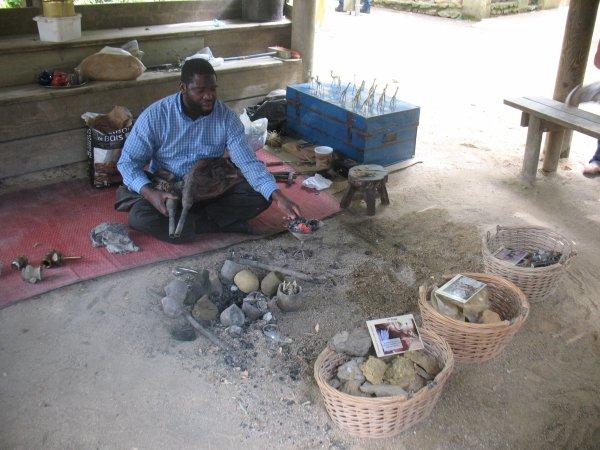 Artisan Nigérien au Bioparc Zoo de Doué-la-Fontaine (Maine-et-Loire)