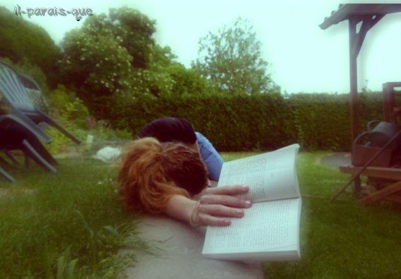 """Vous savez on peux trouver le bonheur, même dans les instants les plus sombres, il faut juste ne pas oublier, d'allumer la lumière. """" { Professeur Dumberldore Harry Potter 3  }"""