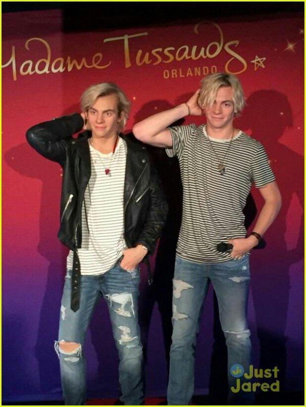 Ross a une statue de cire à Orlando chez Madame Tussauds. :) ❤