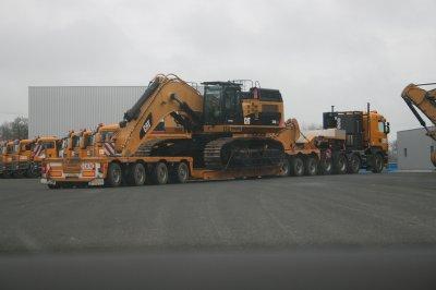 voici 2 de mes passion les camions et les traveaux public