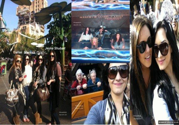 Le 18.03.2011 : Demi, sa soeur et deux amis sont allées à DisneyLand en Californie.