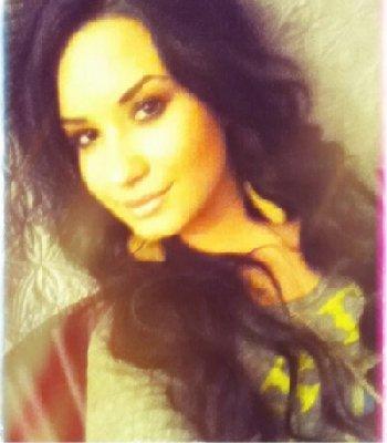 Demi est de retour sur Twitter !