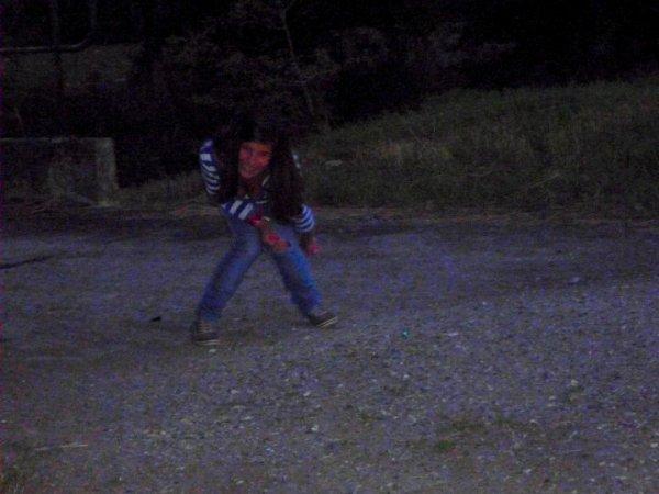 """""""Du bonheur à l'état pur, brut, natif, volcanique, quel pied ! C'était mieux que tout, mieux que la drogue, mieux que l'héro, mieux que la dope, coke, crack, fitj, joint, shit, shoot, snif, pét', ganja, marie-jeanne, canna, beuh, péyotl, buvard, acide, LSD, extasy. Mieux que le sexe, mieux que la fellation, soixante-neuf, partouze, masturbation, tantrisme, kama-sutra, brouette thaïlandaise. Mieux que le Nutella au beurre de cacahuète et le milk-shake banane. Mieux que toutes les trilogies de George Lucas, l'intégrale des muppets-show, la fin de 2001. Mieux que le déhanché d'Emma Peel, Marilyn, la schtroumpfette, Lara Croft, Naomi Campbell et le grain de beauté de Cindy Crawford. Mieux que la face B d'Abbey Road, les CD d'Hendrix, qu'le p'tit pas de Neil Armstrong sur la lune. Le Space-Mountain, la ronde du Père-Noël, la fortune de Bill Gates, les transes du Dalaï-Lama, les NDE, la résurrection de Lazare, toutes les piquouzes de testostérone de Schwarzy, le collagène dans les lèvres de Pamela Anderson. Mieux que Woodstock et les rave-party les plus orgasmiques. Mieux que la défonce de Sade, Rimbaud, Morisson et Castaneda. Mieux que la liberté. Mieux que la vie..."""""""