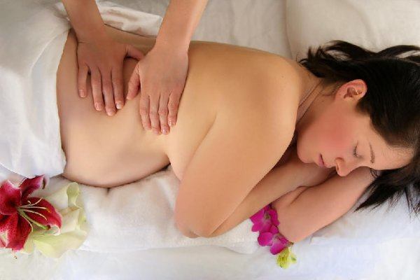 Massage de la future maman.