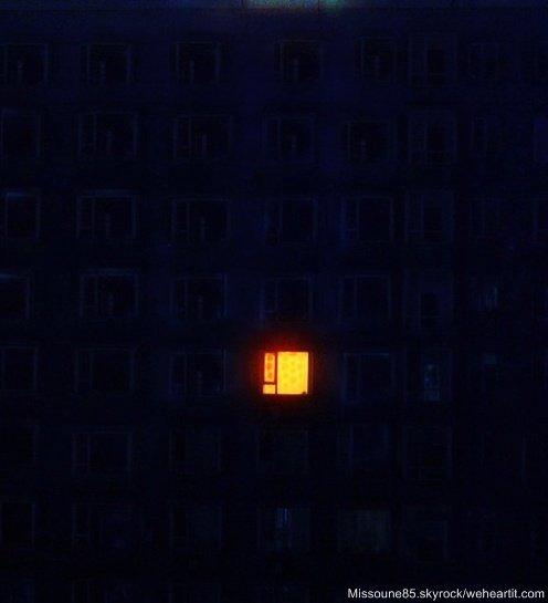 La fenêtre s'ouvre comme une orange. Le beau fruit de la lumière.             ~Guillaume Apollinaire