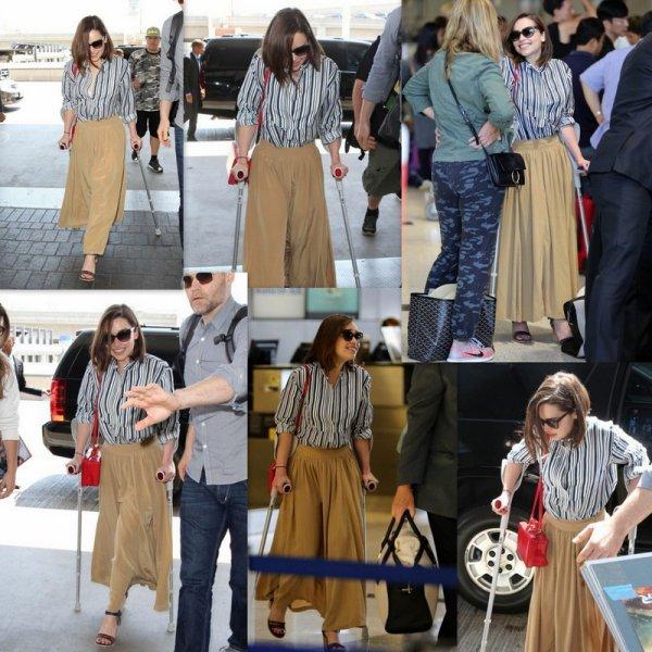 Emilia Clarke est vu à LAX