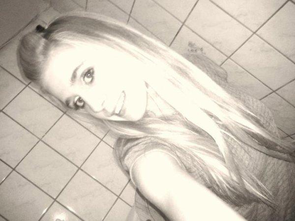 Ce sourire et aussi faux que les sentiments que tu avais pour moi ! ;)